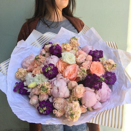 Пионовый шедевр: букеты цветов на заказ Flowwow