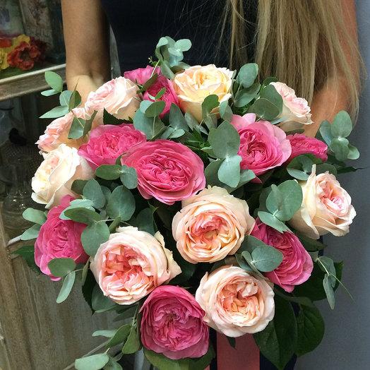 Букет из 19 пионовидных роз с эвкалиптом: букеты цветов на заказ Flowwow