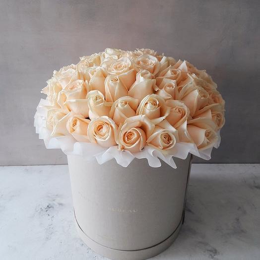 Розы Аваланж в коробке: букеты цветов на заказ Flowwow