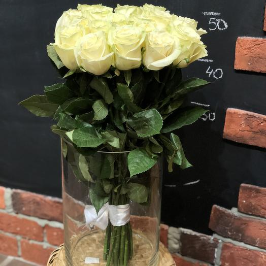 19 белых роз с зеленоватым оттенком 50 см: букеты цветов на заказ Flowwow