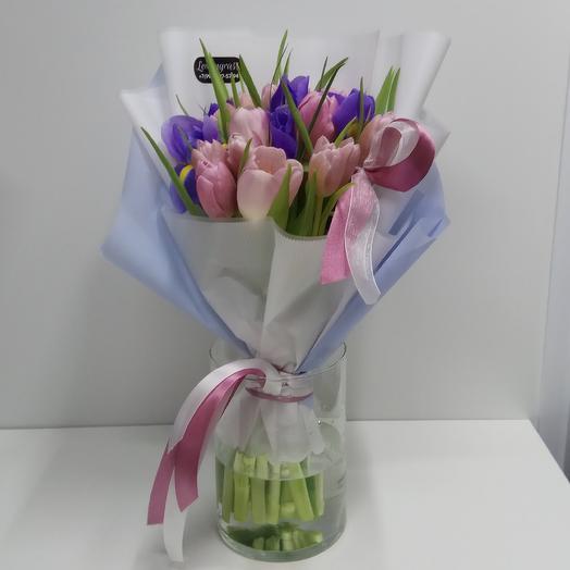 Кейси (19 тюльпанов, 6 ирисов): букеты цветов на заказ Flowwow