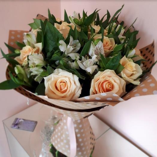 Кремовые розы: букеты цветов на заказ Flowwow