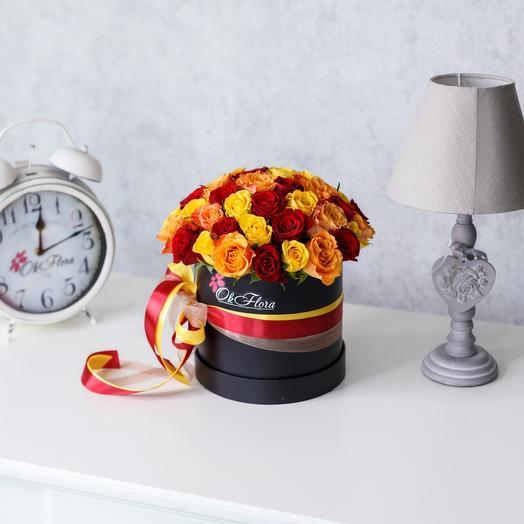 Люкс коробка с разноцветными розами в оранжевых тонах с премиум доставкой: букеты цветов на заказ Flowwow