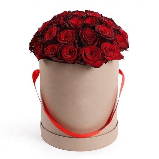 """Красные розы в шляпной коробке """"Госпожа удача"""": букеты цветов на заказ Flowwow"""