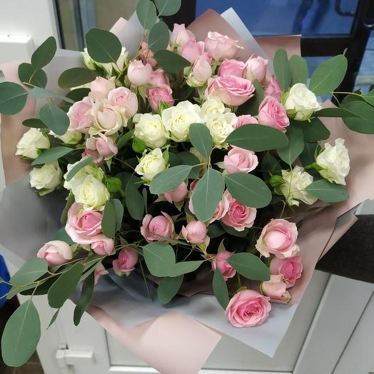 Fragrant bouquet of spray roses with eucalyptus 🥰