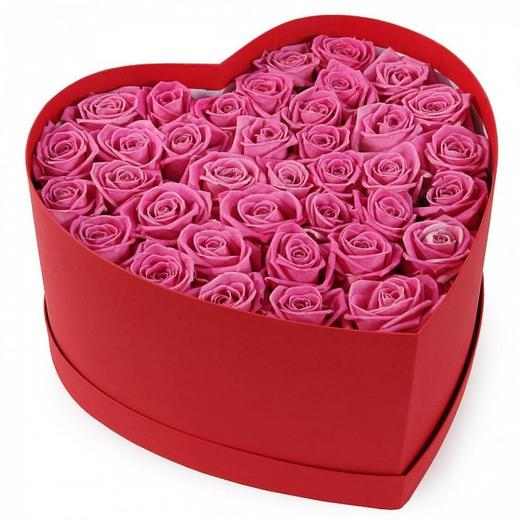 Сердце из 35 розовых роз