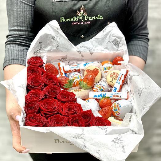 Сладкий подарок с розами: букеты цветов на заказ Flowwow
