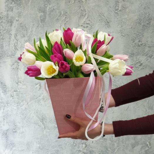 Нежный букет тюльпанов в коробке