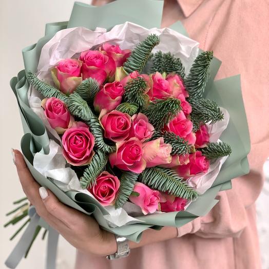 Букет из 21 розы Кения и нобилиса (голубая ель)