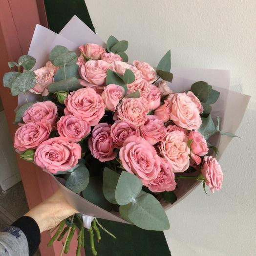 Пионовидные розы с эвкалиптом