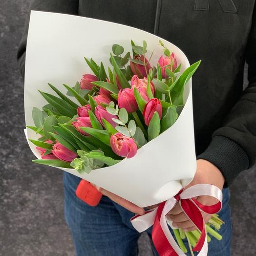 19 пионовидных Тюльпанов с эвкалиптом