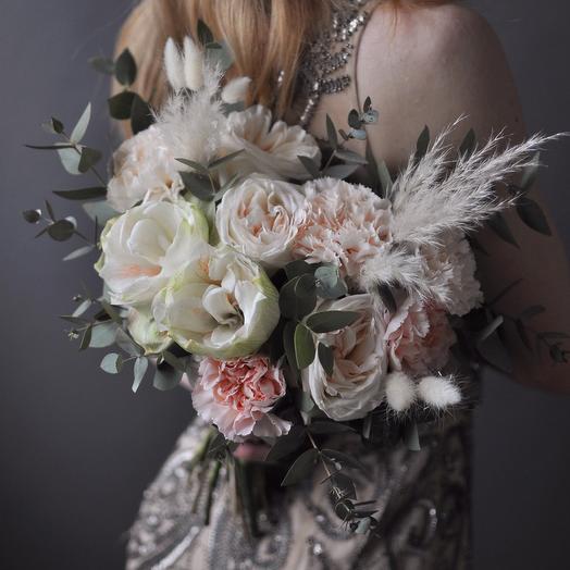 Букет невесты с амариллисом и розой Охара в нежных тонах