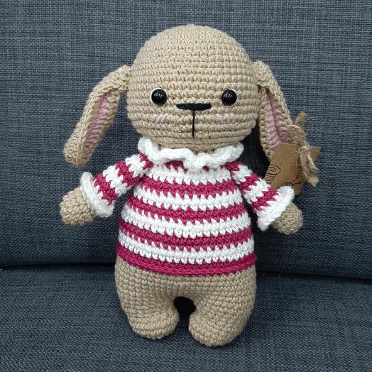 Зайка в полосатом свитере