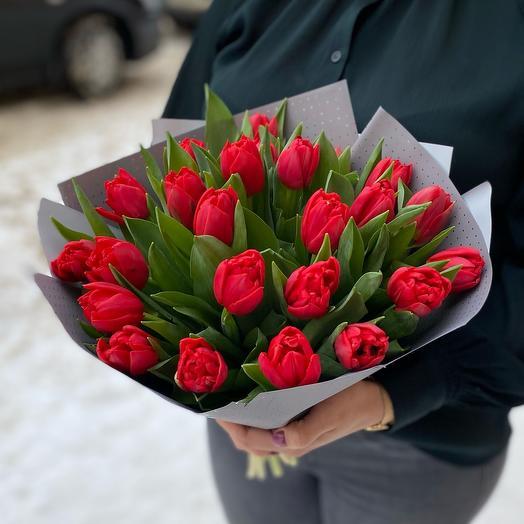 Монобукет из красных Тюльпанов, серый