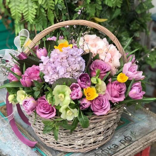 Большая корзина весенних цветов
