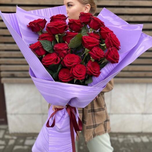Гигант из красных роз