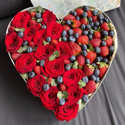 Коробка сердце ягодная
