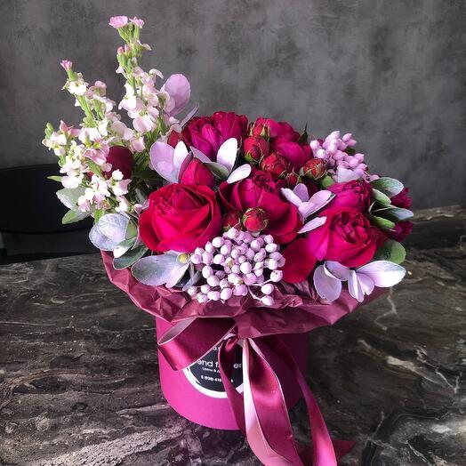 Розы пионовидные в коробке