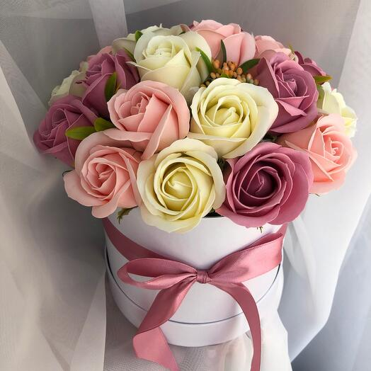 21 роза в коробке