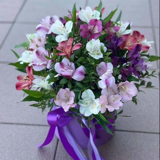 Цветы в коробке альстромерии