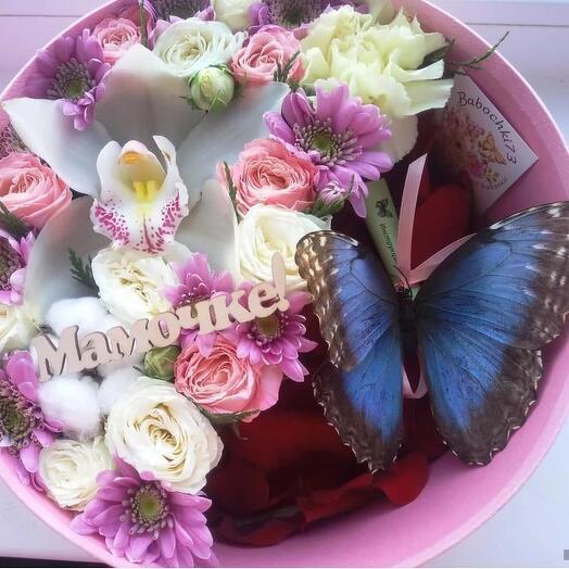 коробочка с цветами и бабочкой