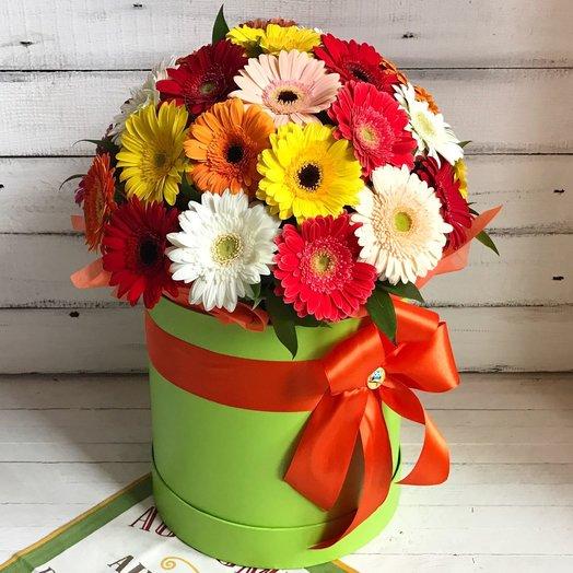 Букет из 35 гербер с коробке-цилиндре: букеты цветов на заказ Flowwow