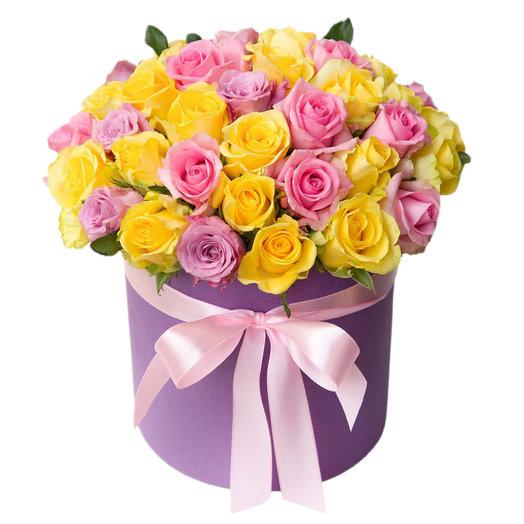 Микс роз в фиолетовой шляпной коробке
