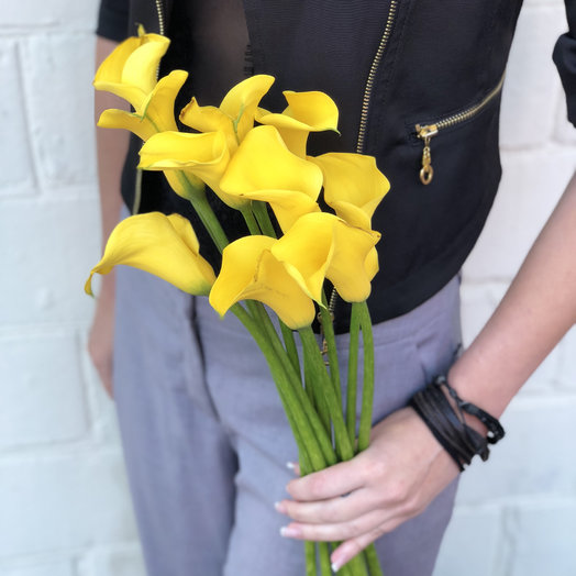 Букет из 9 желтых калл: букеты цветов на заказ Flowwow