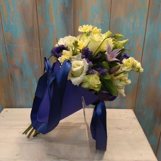 Кулек из маттиолы, анемонов и роз: букеты цветов на заказ Flowwow