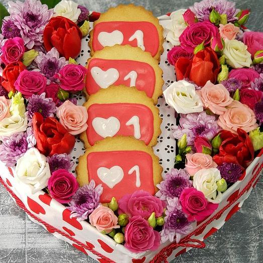 "Сердце из роз, тюльпанов  ""Дарю тебе море Лайков!"": букеты цветов на заказ Flowwow"