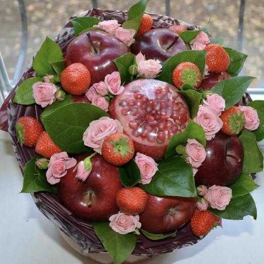 Букет из фруктов с розами «Важный день»: букеты цветов на заказ Flowwow