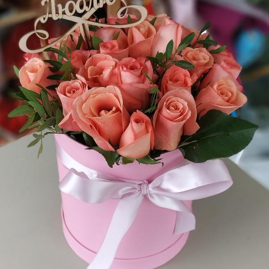 Roses in hatbox