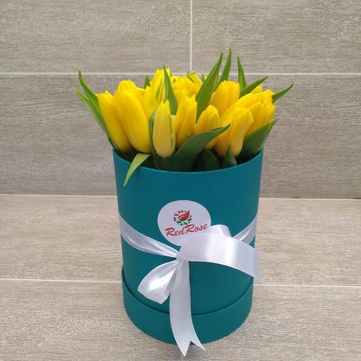 25 жёлтых тюльпанов в коробке: букеты цветов на заказ Flowwow