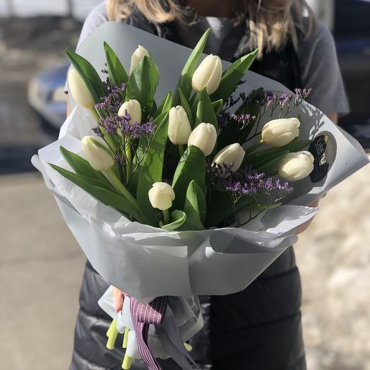 Лимониум и Тюльпаны белые: букеты цветов на заказ Flowwow