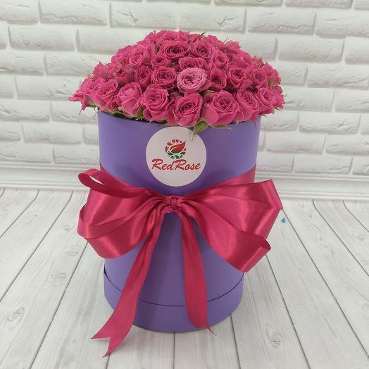 Малиновая кустовая роза в коробке: букеты цветов на заказ Flowwow