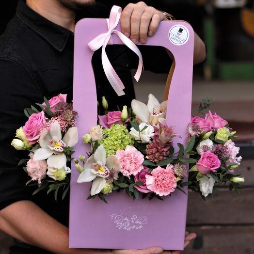С ананасиком и орхидеями в сумочке: букеты цветов на заказ Flowwow