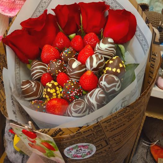 Букетик с клубникой Романтика 2: букеты цветов на заказ Flowwow