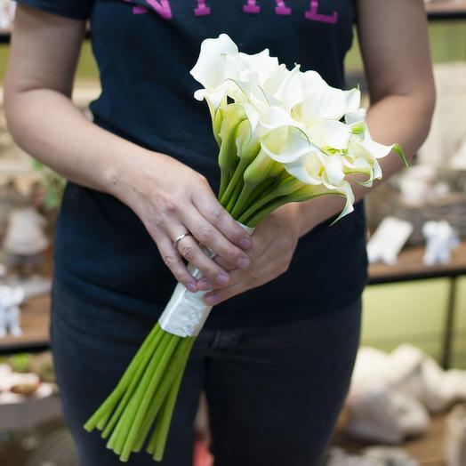 Букет из белых калл (29 калл): букеты цветов на заказ Flowwow