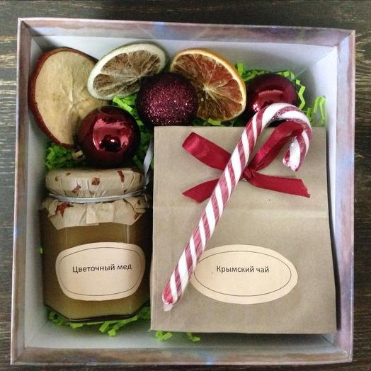 Новогодняя коробочка: букеты цветов на заказ Flowwow