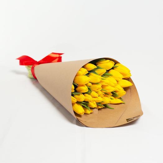 25 желтых тюльпанов в крафт-бумаге: букеты цветов на заказ Flowwow