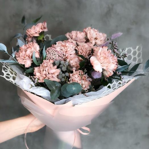 Нежный букет из сортовой гвоздики: букеты цветов на заказ Flowwow
