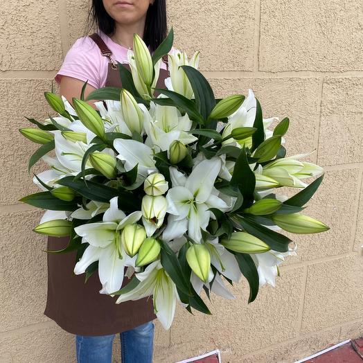 9 белых лилий
