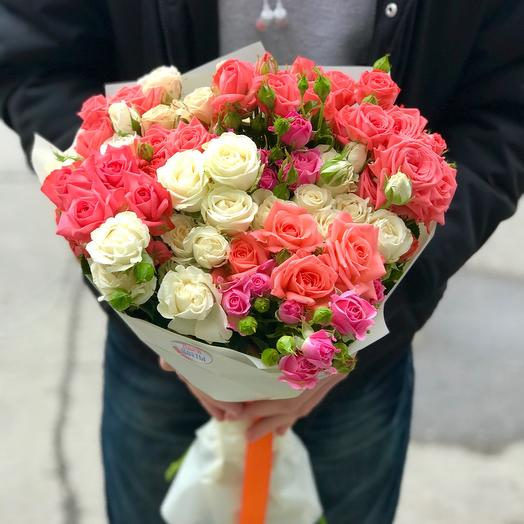 Mix of spray roses