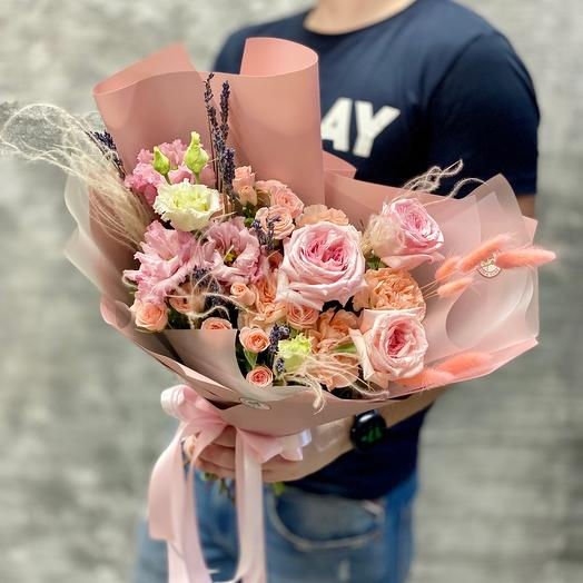 Нежный букет с ароматной розой Пинк ОХара и веточками лаванды