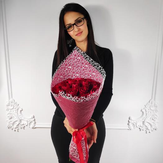 19 красных роз(коробка конфет в подарок, условие в описании)