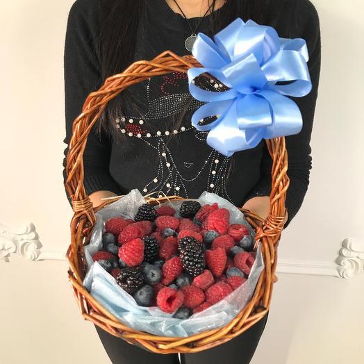 Корзина свежих ягод(коробка конфет в подарок, условие в описании)