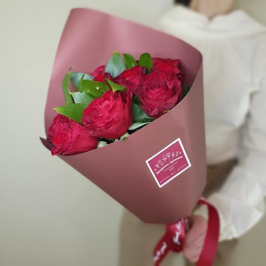 Эффектный букет из 11 красных роз
