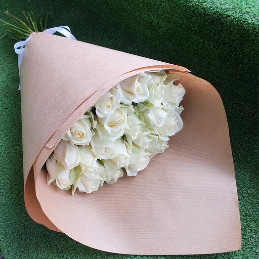 Монобукет из 19 белых роз