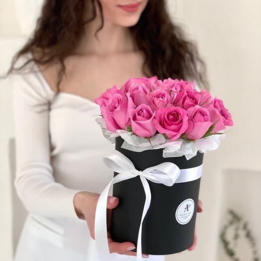 Букет из 21 розовой розы в шляпной коробке