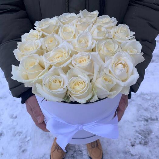 21 белая роза в коробке